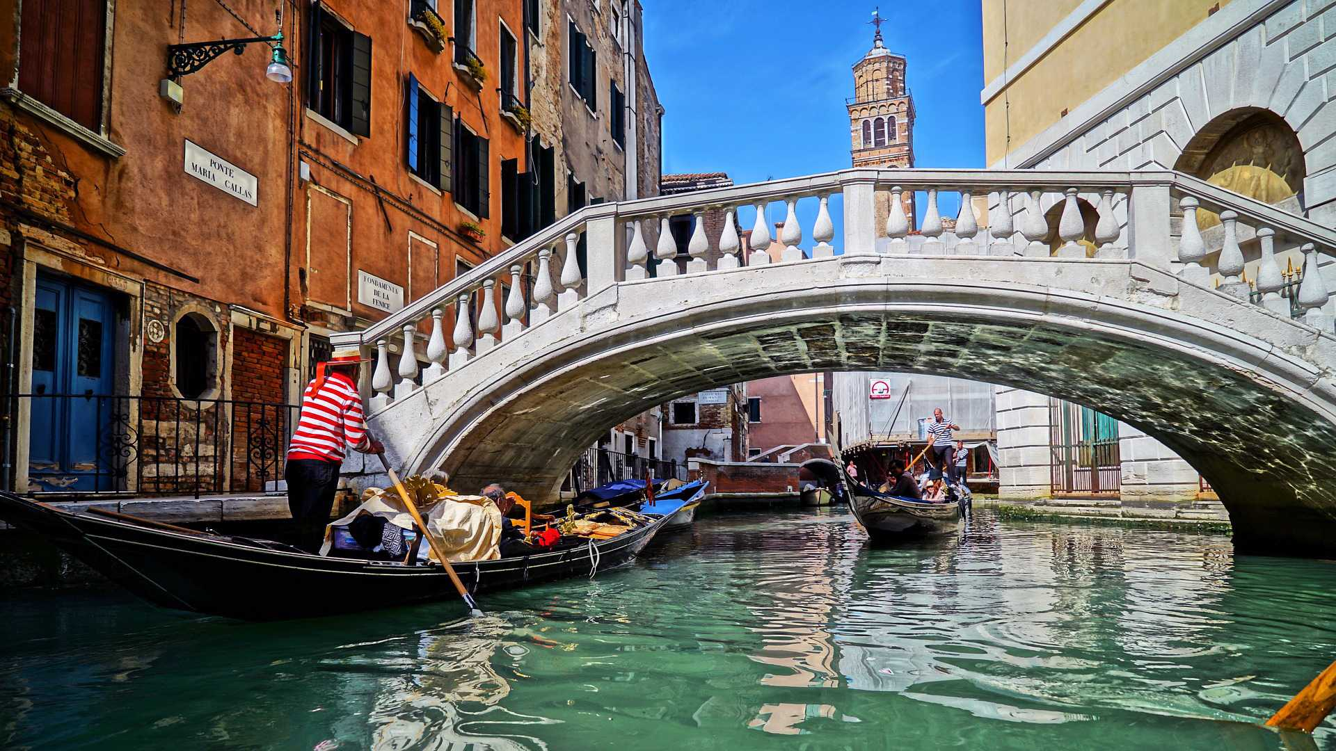 gondola venice bridge
