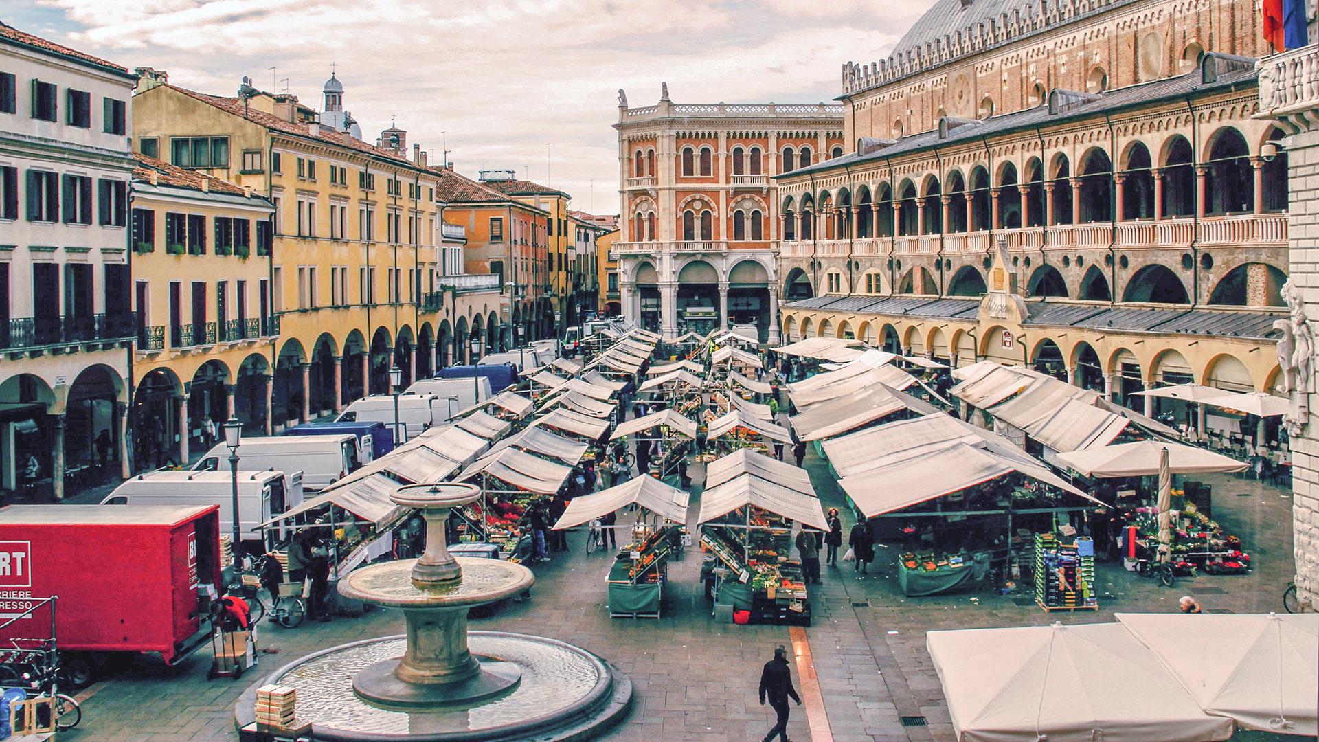Piazza Delle Erbe Padua